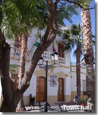 Los Gallardos town hall and plaza.