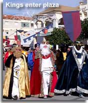 The Kings enter the Plaza to meet King Herod