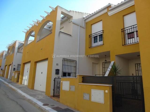 Town house in Fines, Almería