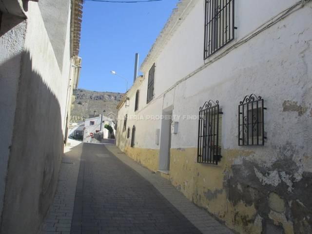 Town house in Oria, Almería