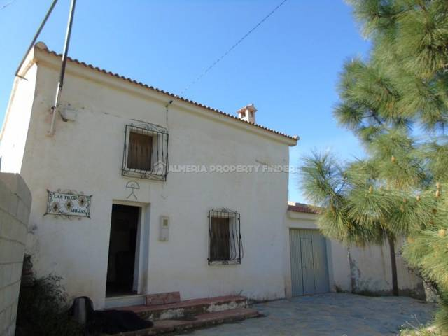 4 Bedroom Country house in Chercos