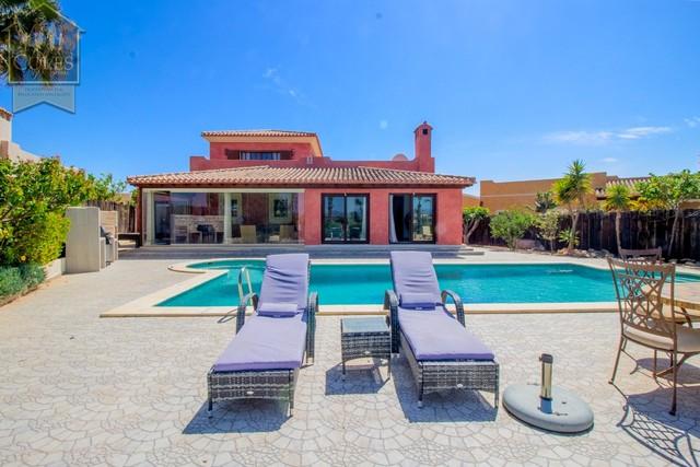 DES5V01: Villa for Sale in Desert Springs, Almería