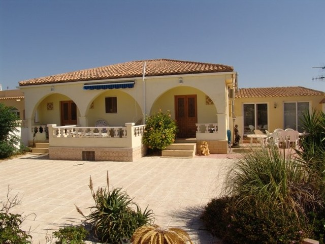 V041 MAR: Villa for Rent in Turre, Almería