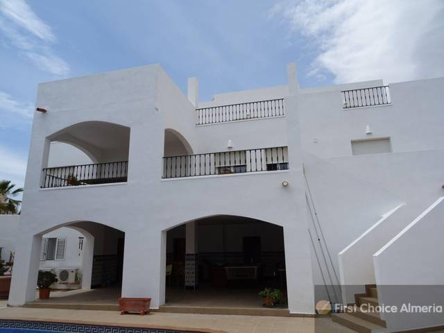 2300: Villa for Sale in Mojácar, Almería