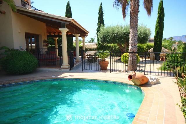 ME 2099: Villa for Rent in Vera Playa, Almería