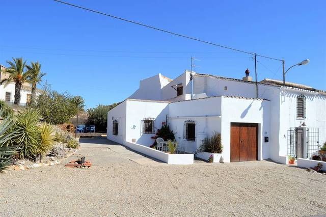 3 Bedroom Cortijo in Zurgena