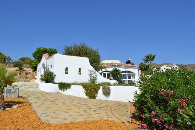 4 Bedroom Villa in Bedar