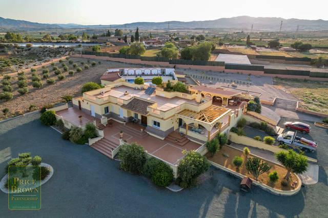 5 Bedroom Villa in Turre